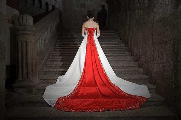 Kırmızı Beyaz Gelinlik
