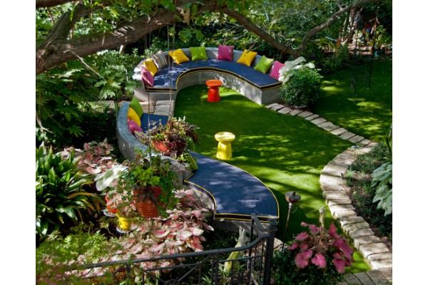bahçede mantar dekoru